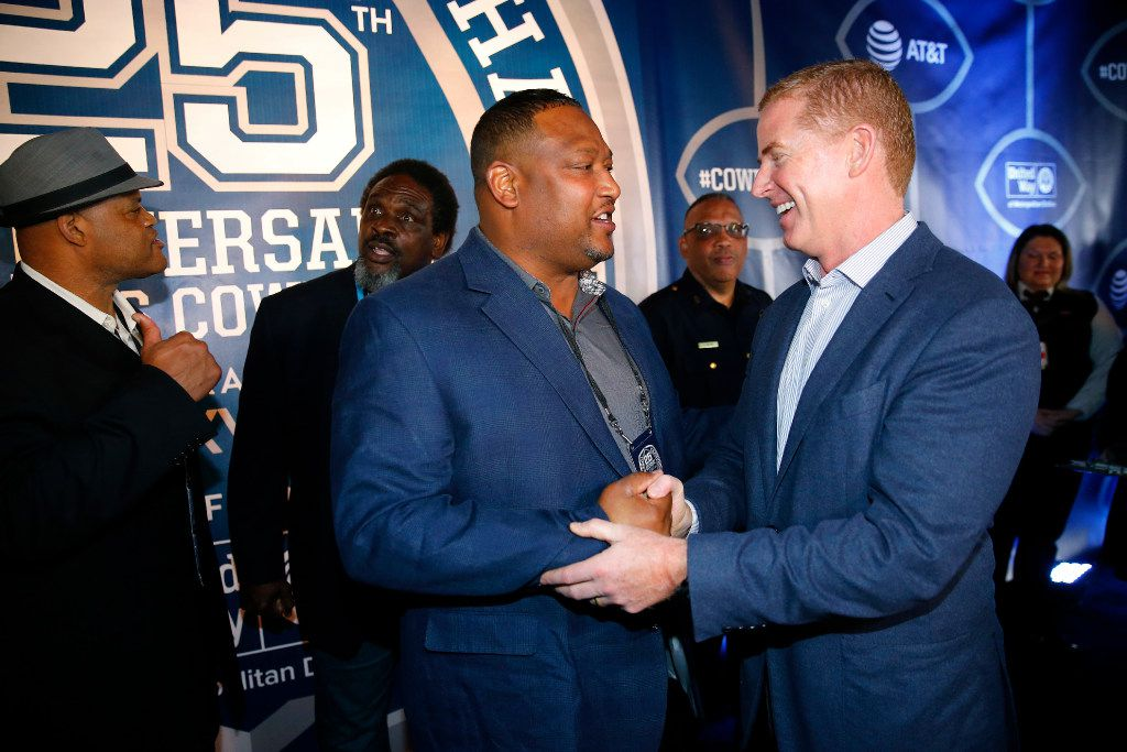 Former Dallas Cowboys football player Roger Sergeant shake hands with Jason Garrett on the Blue Carpet. (Tom Fox/The Dallas Morning News)