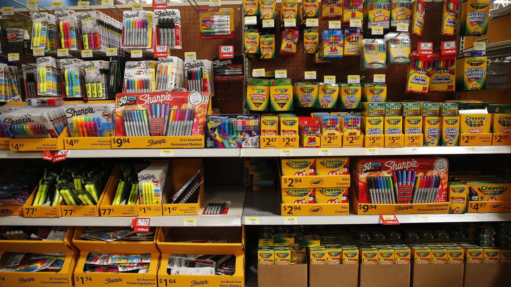 """Artículos escolares son uno de los productos que reciben el beneficio de no pagar el impuesto estatal del 8% durante el """"tax-free weekend"""". (DMN/TOM FOX)"""