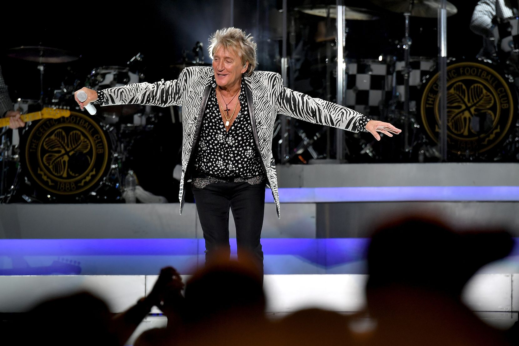 NEW YORK, NY - AUGUST 07: Rod Stewart performs at Madison Square Garden on August 7, 2018 in New York City.