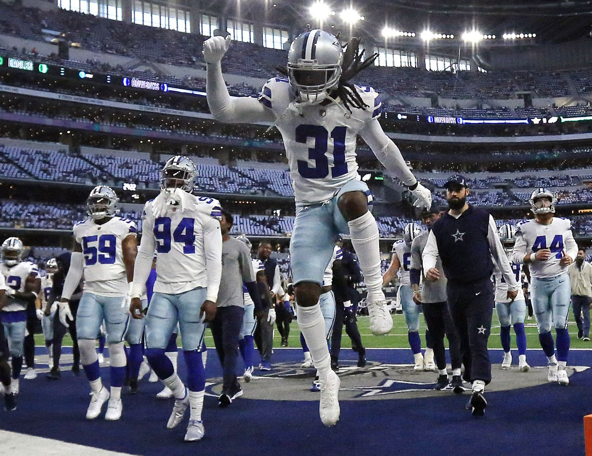 Dallas Cowboys cornerback Maurice Canady (31) races off the field with his teammates following pregame warmups at AT&T Stadium in Arlington, Monday, September 27, 2021. (Tom Fox/The Dallas Morning News)