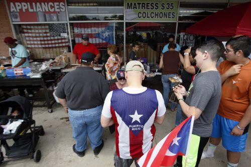 Puertorriqueños acudieron a un chinchorro o fiesta popular en Fort Worth.