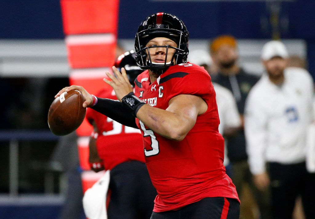 Texas Tech quarterback Patrick Mahomes II (5) looks to throw against Baylor during the first half of an NCAA college football game Friday, Nov. 25, 2016, in Arlington, Texas. (AP Photo/Ron Jenkins)
