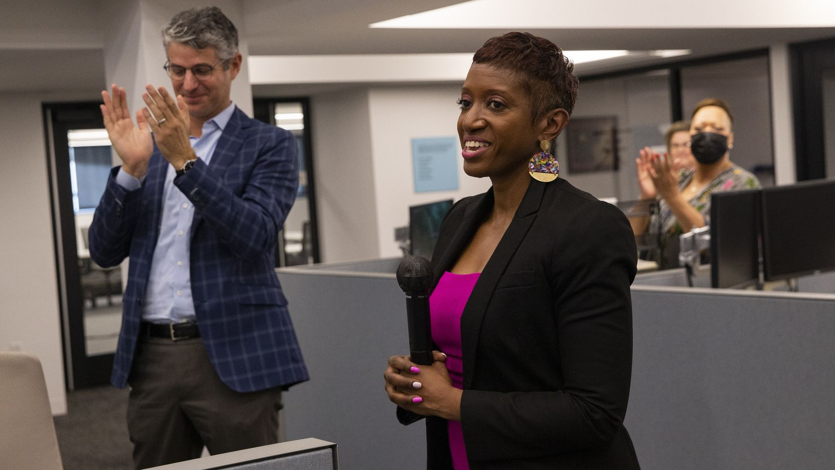 Publisher Grant Moise (left) claps after The Dallas Morning News' new executive editor, Katrice Hardy, spoke with the newsroom staff after being introduced on Wednesday, July 21, 2021, at in Dallas. (Juan Figueroa/The Dallas Morning News)