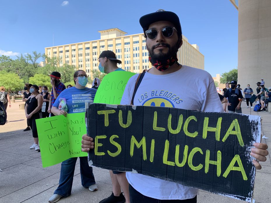 Héctor Andrés Maldonado, 24, comentó que no solo luchan por solidaridad con la comunidad afroamericana, sino también para defender los derechos de los hispanos.