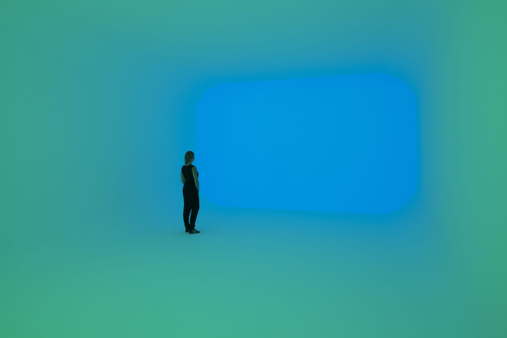 """James Turrell """"Apani,"""" one of his Ganzfeld works from 2011, uses light to overwhelm viewers' senses and create a new experience."""