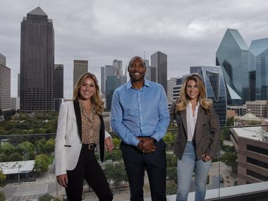 CounterFind founder and chairman Darren Woodson, center, with Jamie Gerson, left, head of strategic partnerships, and Rachel Aronson, right, vice president for business development, at their virtual offices at WeWork in downtown Dallas.