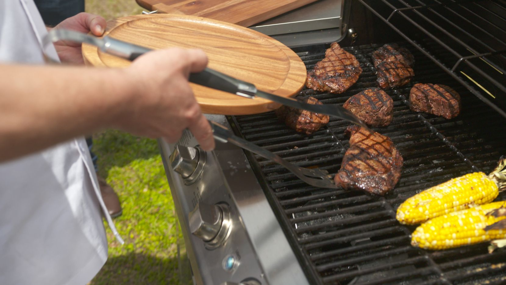 LongHorn Steakhouse is offering a social media  hotline  for quick grilling advice from grill masters this Memorial Day weekend.