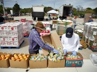 El North Texas Food Bank y el Tarrant Area Food Bank siguen ayudando a familias de Dallas y Fort Worth.