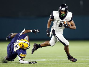 Euless Trinity running back Ollie Gordon (2) shakes Arlington Lamar linebacker Amari'Yon Fox (33) in the third quarter at Globe Life Park in Arlington, Thursday, September 24, 2020. Trinity defeated Lamar, 28-21.(Tom Fox/The Dallas Morning News)