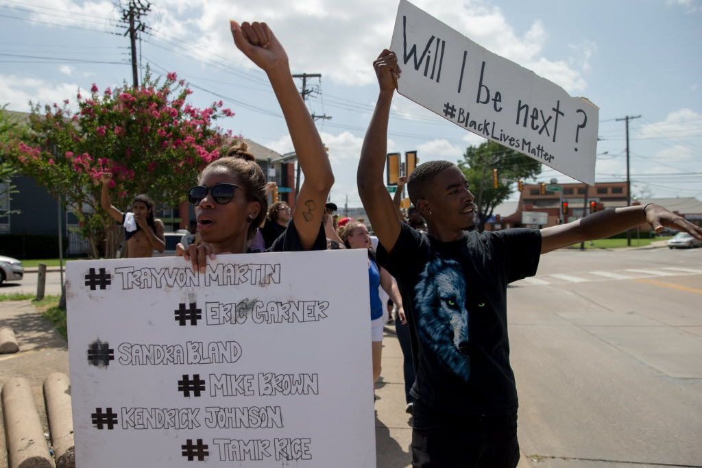 Kara Mason, 28, of Desoto, Texas, and Niamke Ledbetter, 21, of Oakcliff, Dallas, marches with signs along with other Black Lives Matter on Park Ln on July 10, 2016 in Dallas. (Ting Shen/The Dallas Morning News)