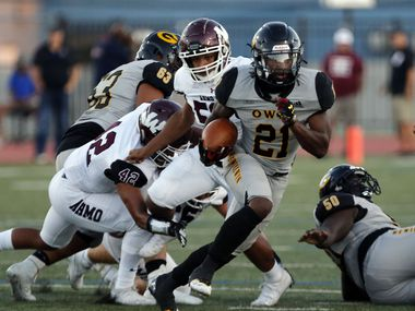 Garland RB Jayshon Powers (21) picks up yards through the Wylie high defense during the first half a high school football game at Williams Stadium in Garland on Thursday, September 17, 2021.