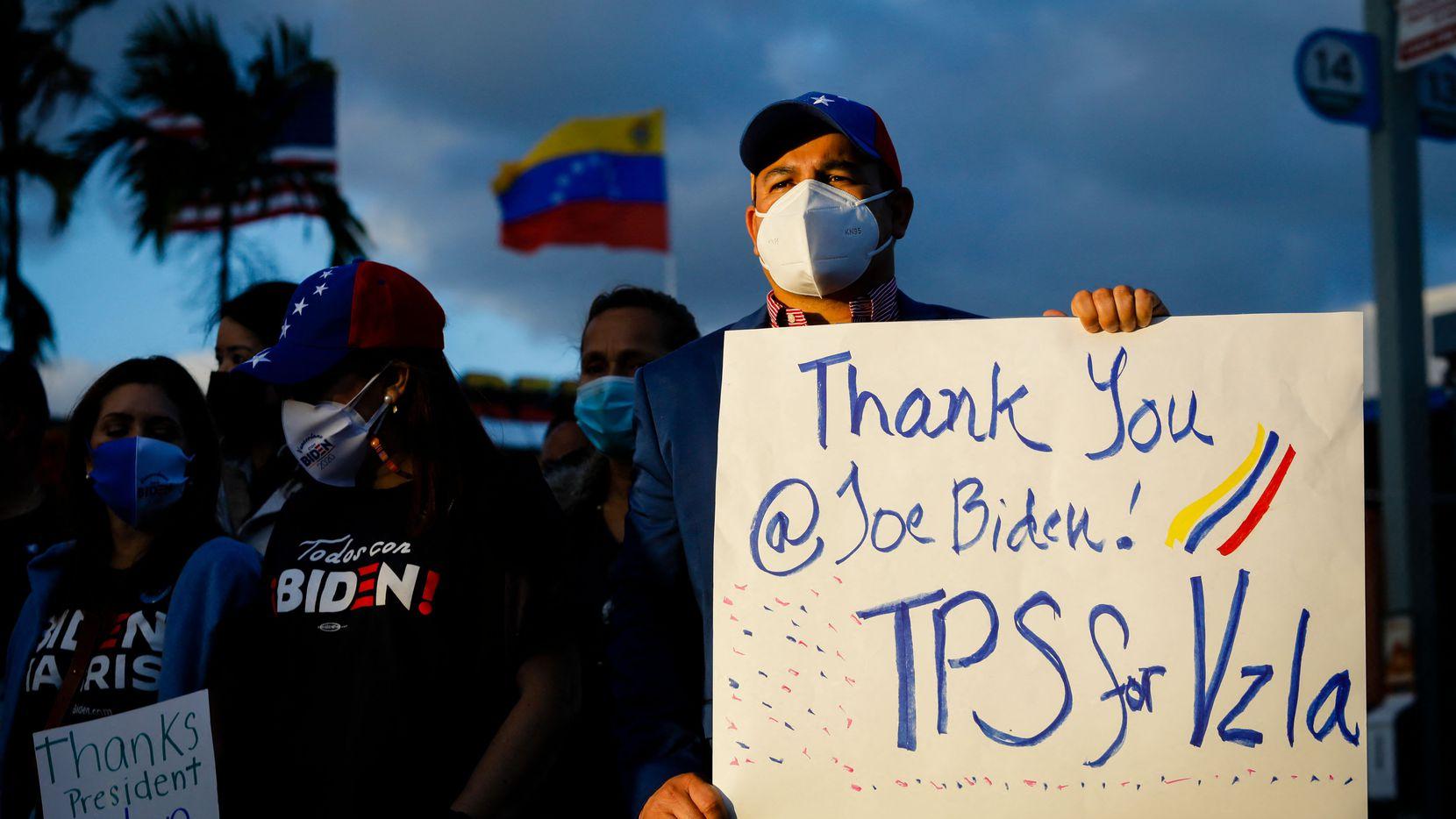 En Miami, grupos de venezolanos celebraron el anuncio de TPS (estatus de protección temporal) para los ciudadanos de este país.