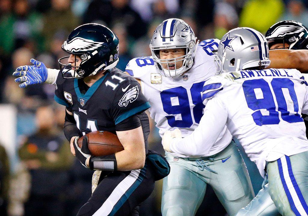 FILE - Dallas Cowboys defensive tackle Tyrone Crawford (98) looks to sack Philadelphia Eagles quarterback Carson Wentz (11) at Lincoln Financial Field in Philadelphia, Pennsylvania, Sunday, November 11, 2018. (Tom Fox/The Dallas Morning News)