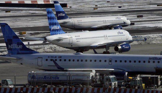 JetBlue anunció nuevos cargos por concepto de equipaje en sus aviones. (AP/ARCHIVO)