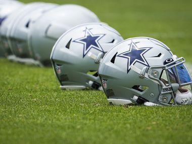 Cascos de los Cowboys de Dallas.
