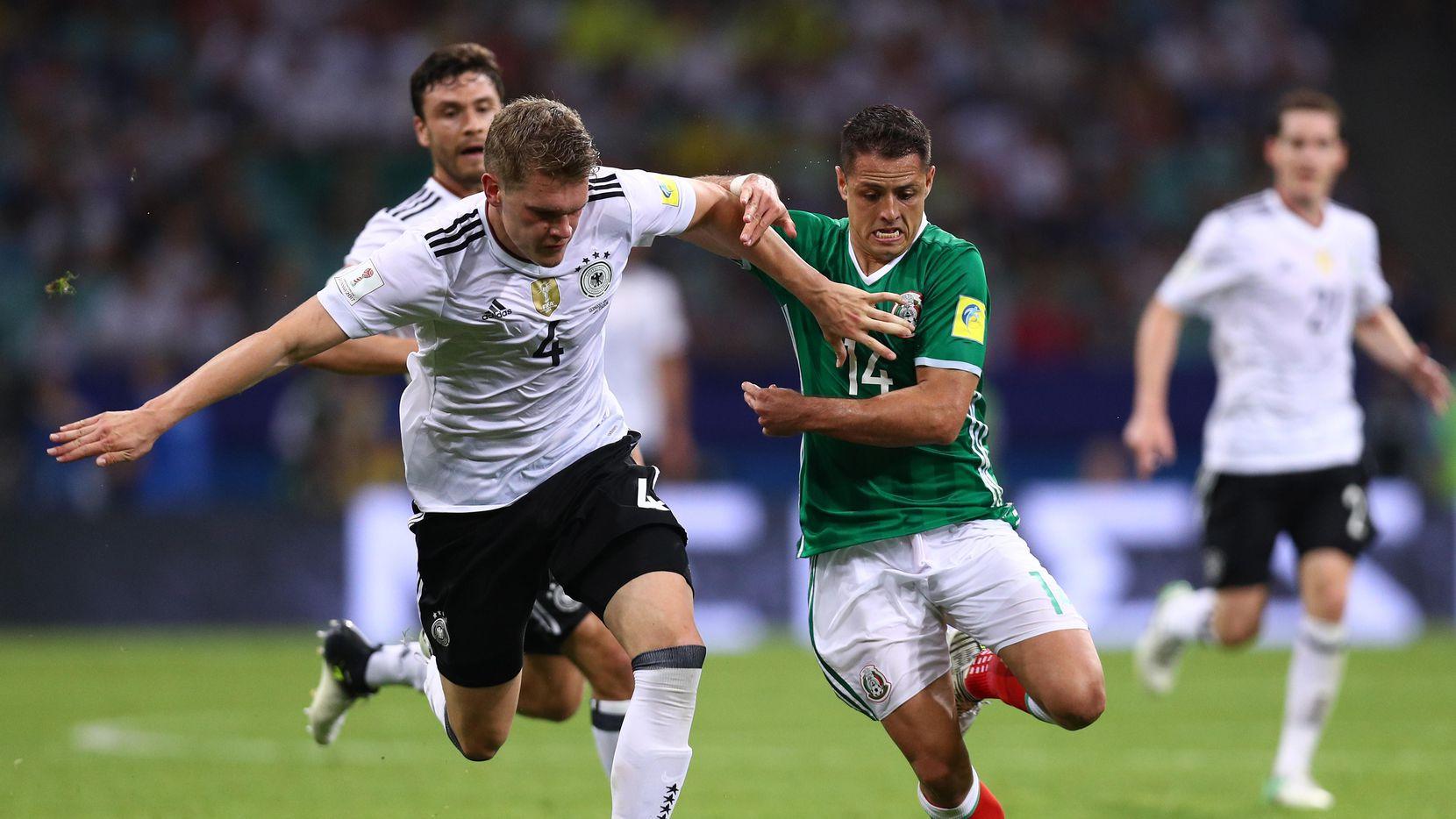 Javier Hernández (der.) y la selección mexicana cayeron 4-1 ante Alemania en semifinales de la Copa Confederaciones en junio de 2017. (Getty Images/Buda Mendes)