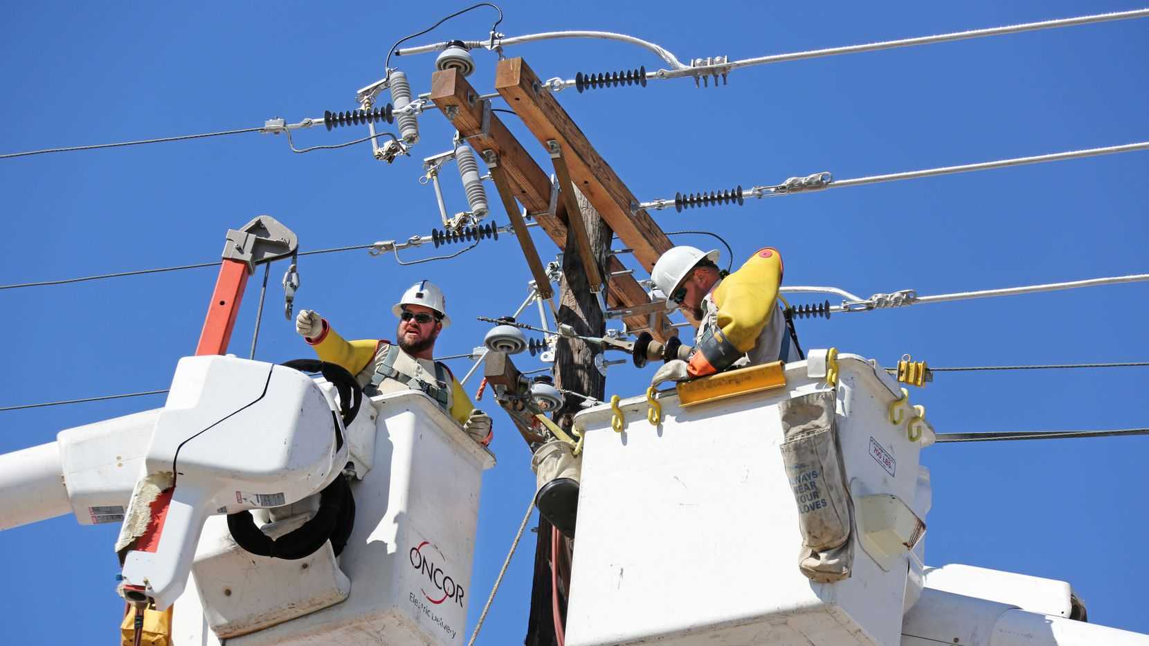 NextEra Energy has bid $18.7 billion to buy Oncor and wants to control its board of directors. But others want Oncor to retain an independent board to protect over 3 million ratepayers. (Louis DeLuca/The Dallas Morning News)