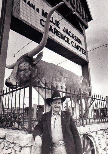 Dewey Groom stands in front of his famous Longhorn Ballroom in 1986