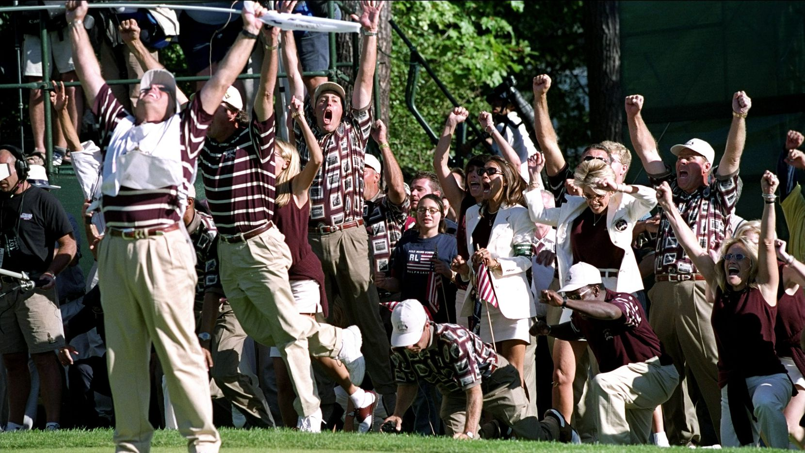 ORG XMIT: *S0424281493* 26 Sep 1999:  The American players and wives celebrate after Justin Leonard of the USA sinks a long birdie putt on the 17th green during the final day of the 33rd Ryder Cup at Brookline Country Club, Boston, Massachusetts, USA. \ Mandatory Credit: Craig Jones /Allsport