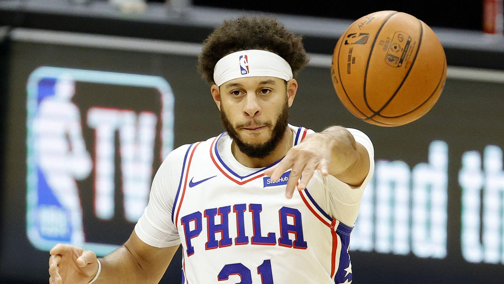 Seth Curry #31 of the Philadelphia 76ers passes the ball during the second quarter against the Boston Celtics at Wells Fargo Center on December 15, 2020 in Philadelphia, Pennsylvania.