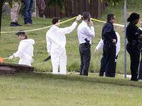 Agentes del FBI y de la Policía acordonan el lugar donde se encontró a un niño de unos 4 o 5 años muerto en Mountain Creek, al suroeste de Dallas. (Juan Figueroa/The Dallas Morning News)