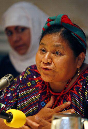 Rigoberta Menchu Tum, beneficiaria del premio Nobel de la paz en 1992 habla durante una sesión de la conderencia de la paz para la mujer (WPC) en julio del 2007. (Por BEN TORRES / AL DÍA)