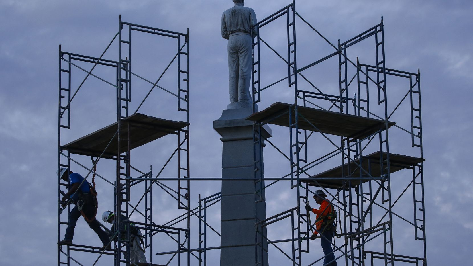Construction crews work to remove The Confederate War Memorial at Pioneer Park on Wednesday, June 24, 2020 in Dallas. A state appeals court has granted a request from the City of Dallas to immediately remove the statue from the park. The city had planned to remove the statue in February 2019, but was sued by a group called Return to Lee Park, led by former City Council candidate Warren Johnson, to keep the 65-foot obelisk in place. (Ryan Michalesko/The Dallas Morning News)