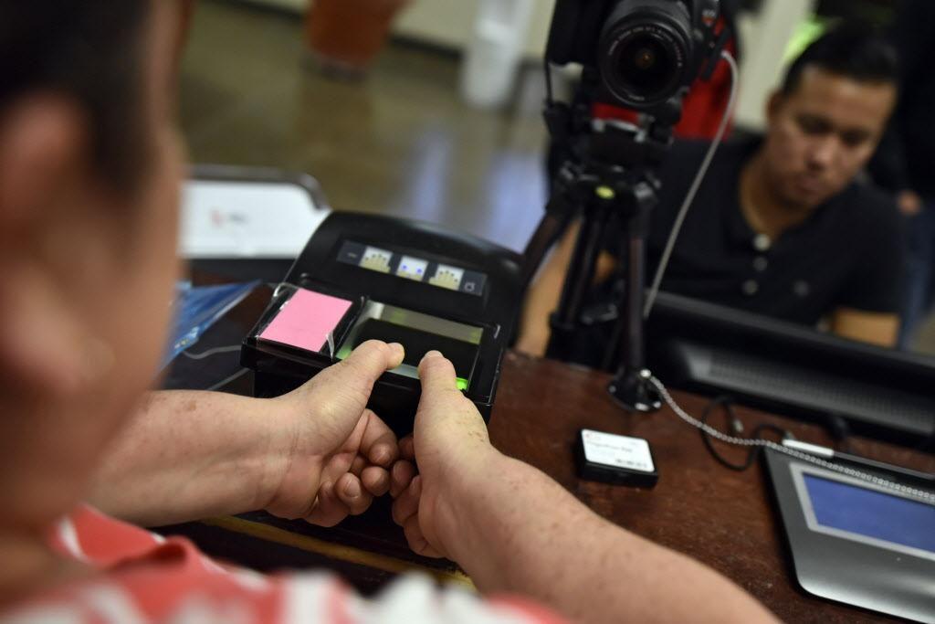 El consulado móvil en Garland permitirá tramitar la credencial electoral. BEN TORRES/ESPECIAL PARA AL DÍA