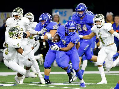 Frisco running back Bryson Clemons (7) breaks away from the South Oak Cliff defense for a big second quarter run in their Class 5A Division II Region II area-round game at the Ford Center in Frisco, Texas, Friday, November 23, 2018.