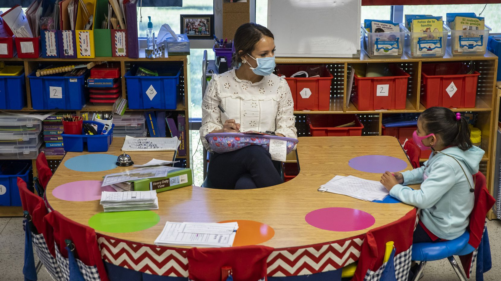 Kindergarten teacher Michelle Davis administers a quick literacy diagnostic test to Briana Vargas, 6, at F.P. Caillet Elementary in Dallas on Wednesday, May 5, 2021. These bimonthly, quick diagnostic assessments give her the info she needs to plot out how to get her students on track amid the pandemic. (Lynda M. González/The Dallas Morning News)