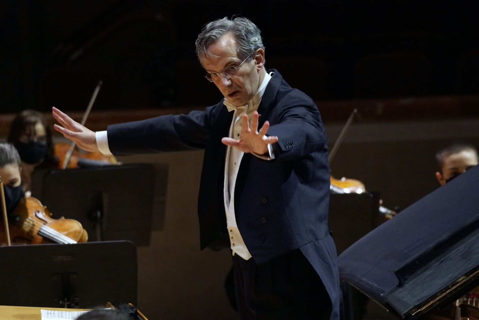 Fabio Luisi conducts the DSO on Jan. 28