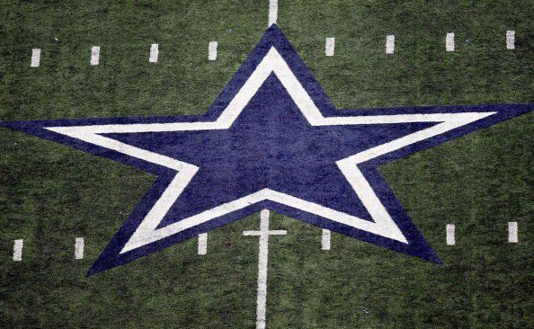 Los Dallas Cowboys permitirán a sus fans presenciar sus entrenamientos durante la última semana de agosto.  (Photo by Ronald Martinez/Getty Images)