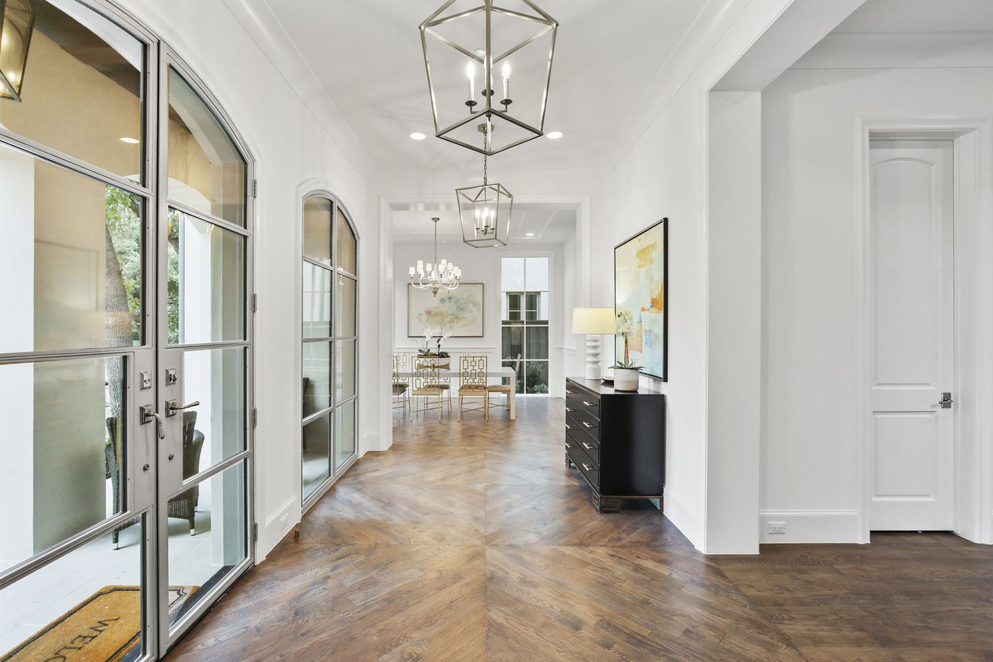 A look at the work of real estate photographer Thomas Crosson for the property at 3427 Princeton Avenue in Highland Park.