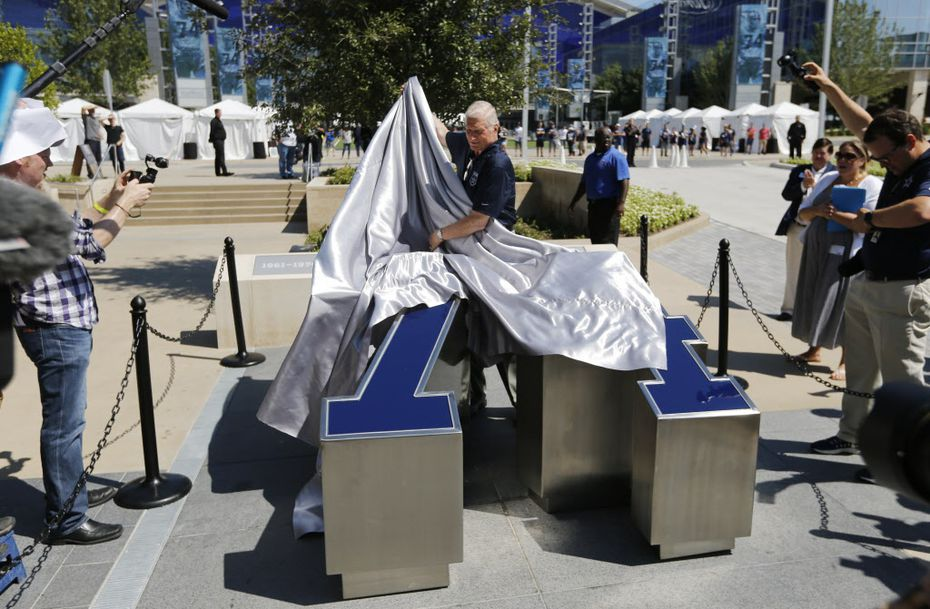 Former Dallas Cowboys defensive tackle Bob Lilly unveils his number in his dedicated area during the Ring of Honor Walk unveiling ceremony at The Star in Frisco on Monday, August 21, 2017. (Vernon Bryant/The Dallas Morning News)