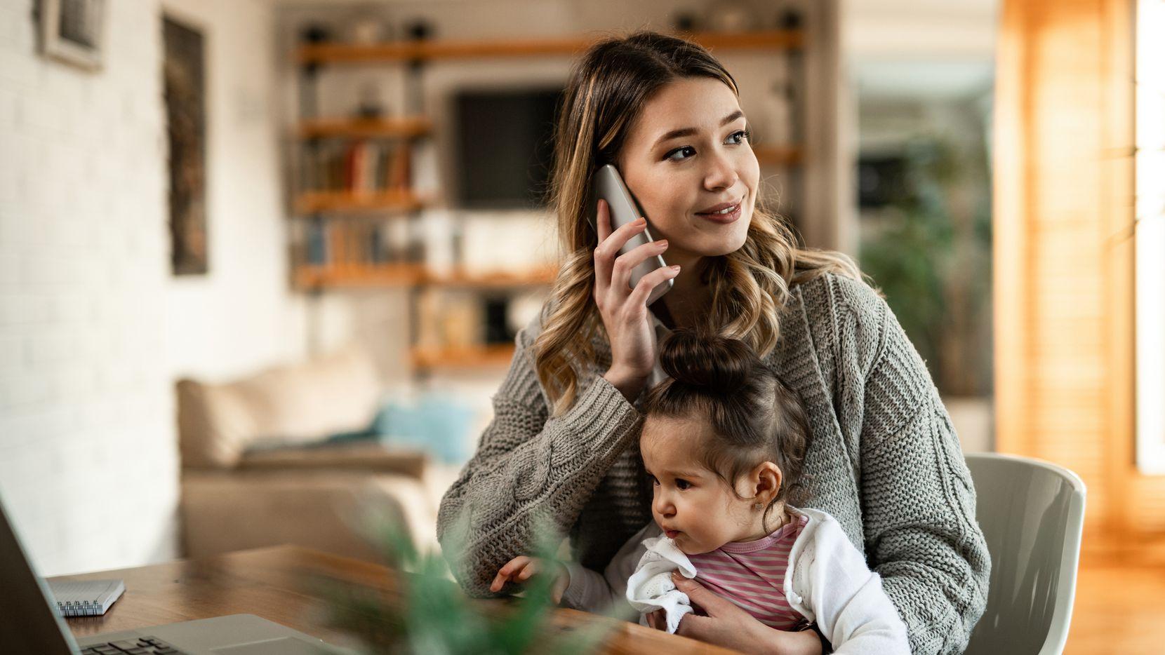 Usuarios de compañías como T-Mobile, Metro, Verizon, AT&T y Sprint reportaron no poder recibir o hacer llamas el lunes. Existen maneras de comunicarse todavía cuando el servicio de voz y datos tiene problemas.