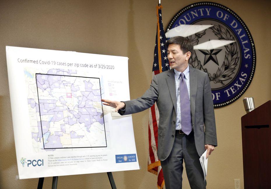 El doctor Philip Huang ha sido una presencia serena en los reportes del condado desde que se reportaron los primeros casos de coronavirus en el condado. Es director de los DCHHS desde febrero del 2019.