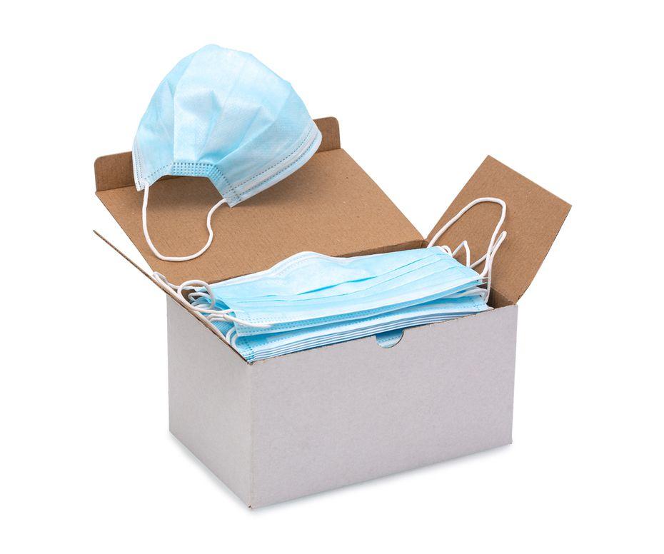 Una caja de mascarillas de uso médico.