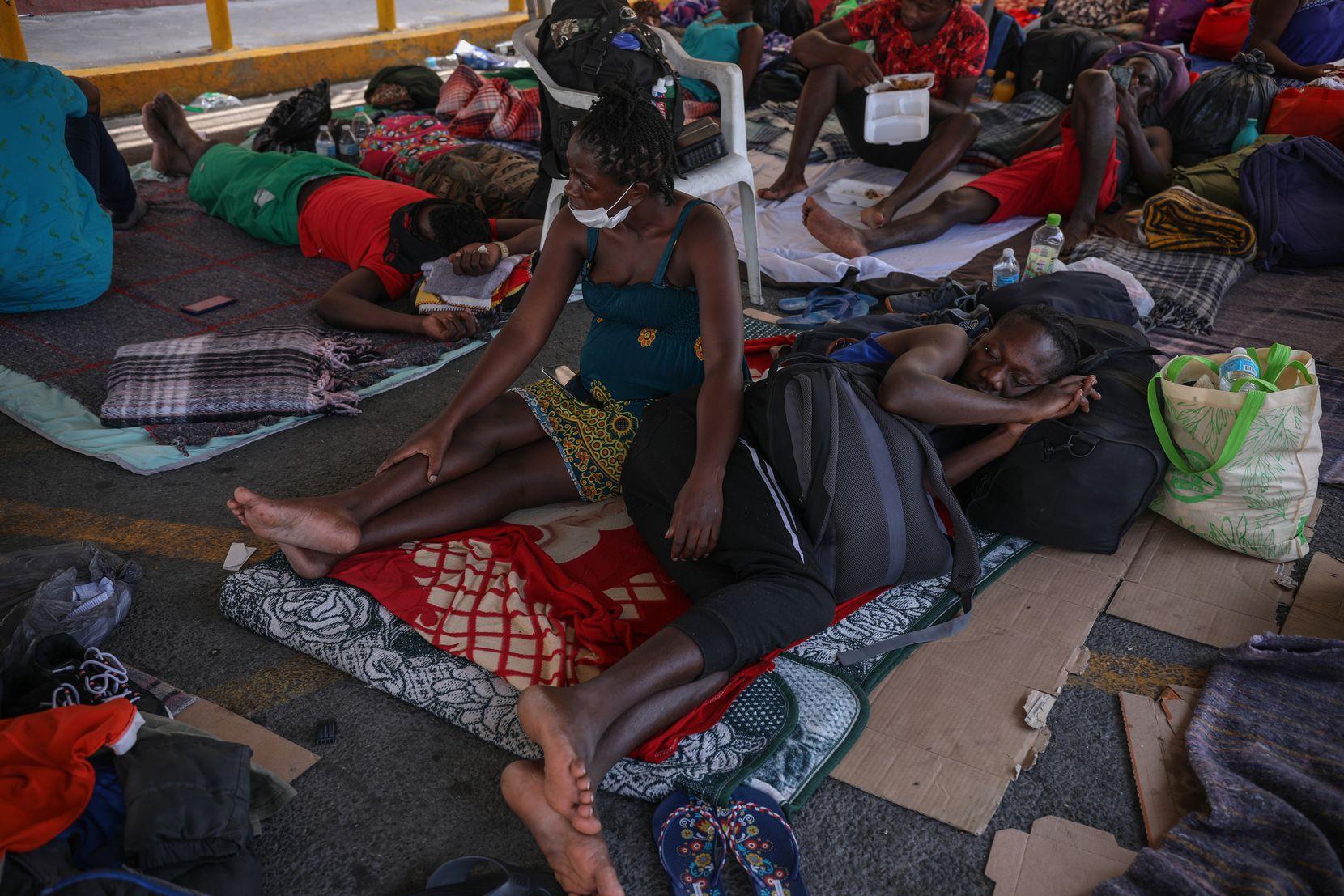 Cientos de migrantes de Haití se han refugiado en Casa INDI en Monterrey, México.