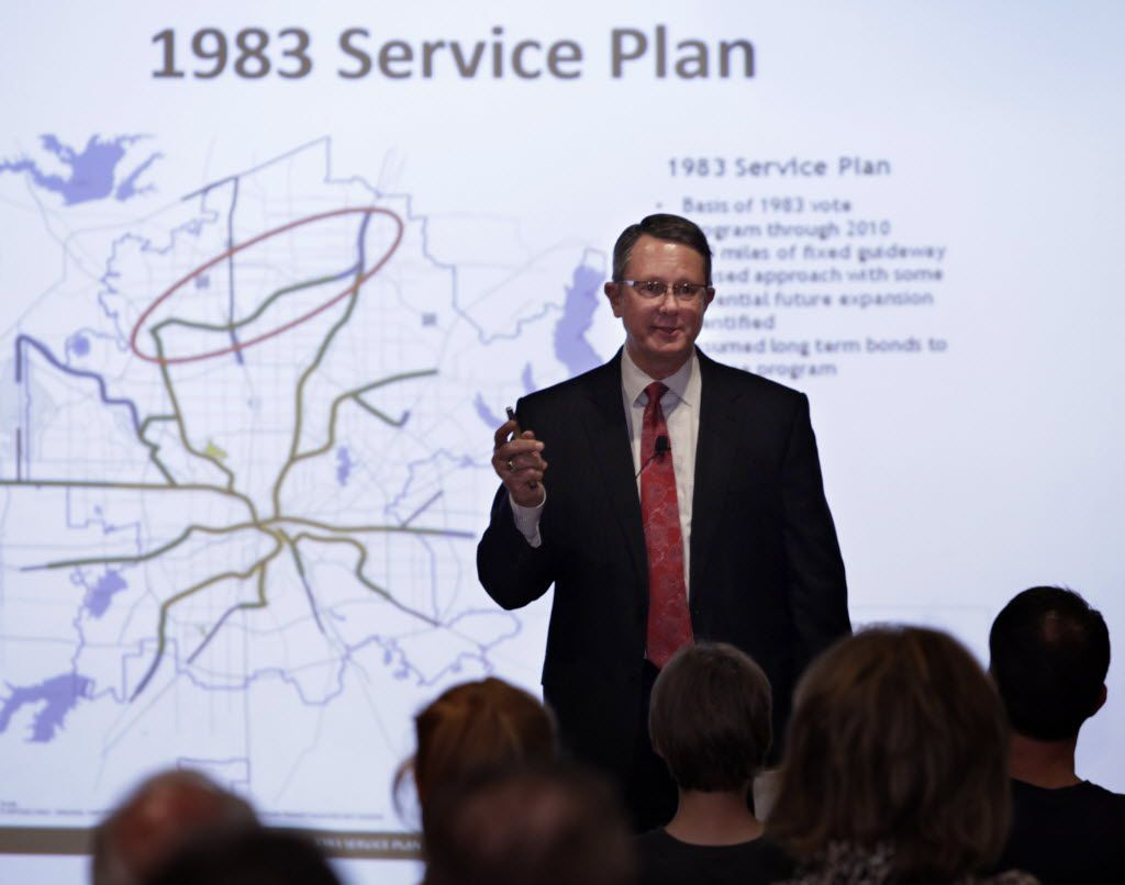 DART executive director Gary Thomas discusses the proposed Cotton  Belt rail line with residents during a meeting in downtown Plano in August 2016.
