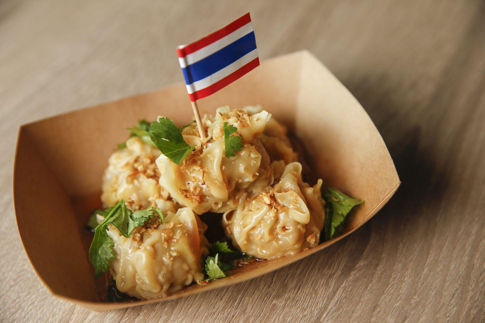 Kanom jeeb, steamed dumplings