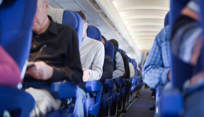 Compartir perfiles en redes sociales cambia la manera en que los pasajeros seleccionan sus asientos. (TNS/PAVEL LOSEVSKY)
