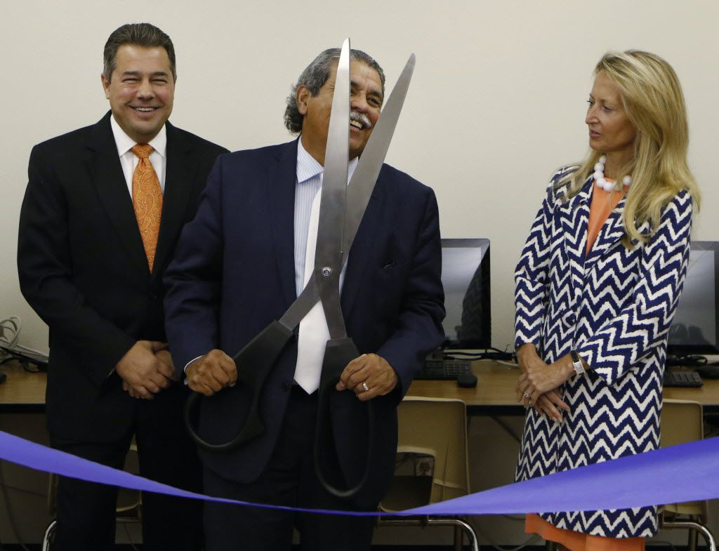 Juan Fontanes, CIO of NEC, left, DISD superintendent Michael Hinojosa, center, and Lynn McBee, CEO, Young Women's Preparatory Network took part in a ribbon cutting and unveiling of the new computer lab at Irma Rangel Young Women's Leadership School in Dallas, Tuesday, August 30, 2016. NEC Foundation of America's donation of new computers, the students can better focus on STEM skills since previous computers were outdated. (David Woo/The Dallas Morning News)