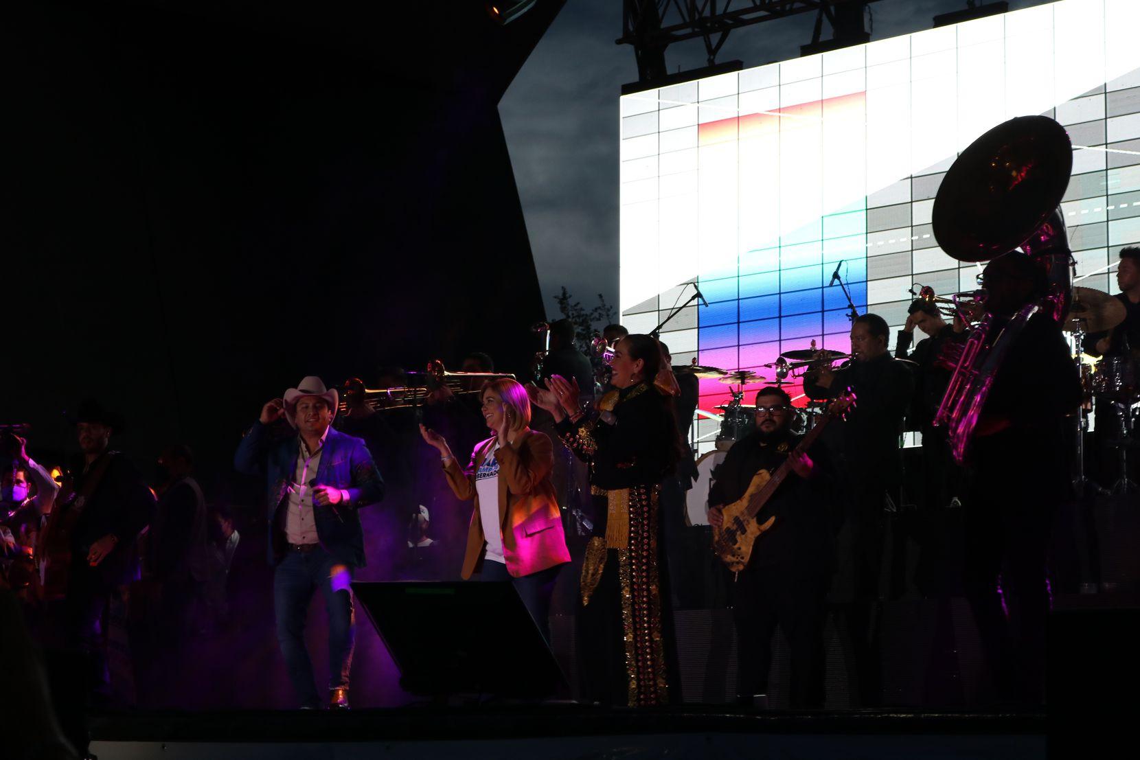 María Eugenia Campos Galván, conocida como Maru, candidata del PAN en su gran cierre de campaña el 2 de junio con el cantante Julión Álvarez y Aida Cuevas.