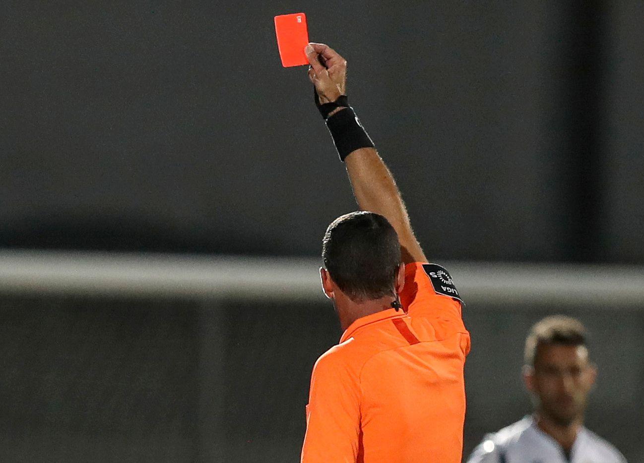 El arbitraje del futbol mexicano registra su primer caso de coronavirus.