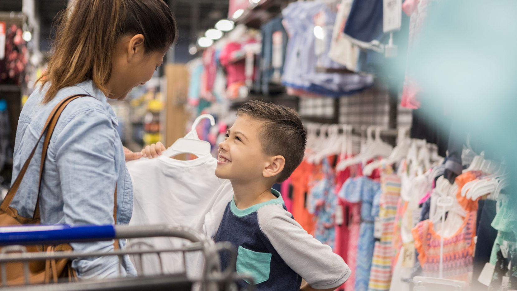 Mochilas, útiles escolares, zapatos y ropa entre lo que califica para el 'Tax-free Weekend'. Fin de Semana Libre de Impuestos empieza el viernes 7 y termina el domingo 9 de agosto.