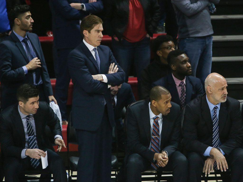 Southern Methodist Mustangs head coach Tim Jankovich, second from left, looks onto the floor during the second half of a matchup between the Southern Methodist Mustangs and the South Florida Bulls on Thursday, Feb. 7, 2019 at Moody Coliseum in Dallas. (Ryan Michalesko/The Dallas Morning News)
