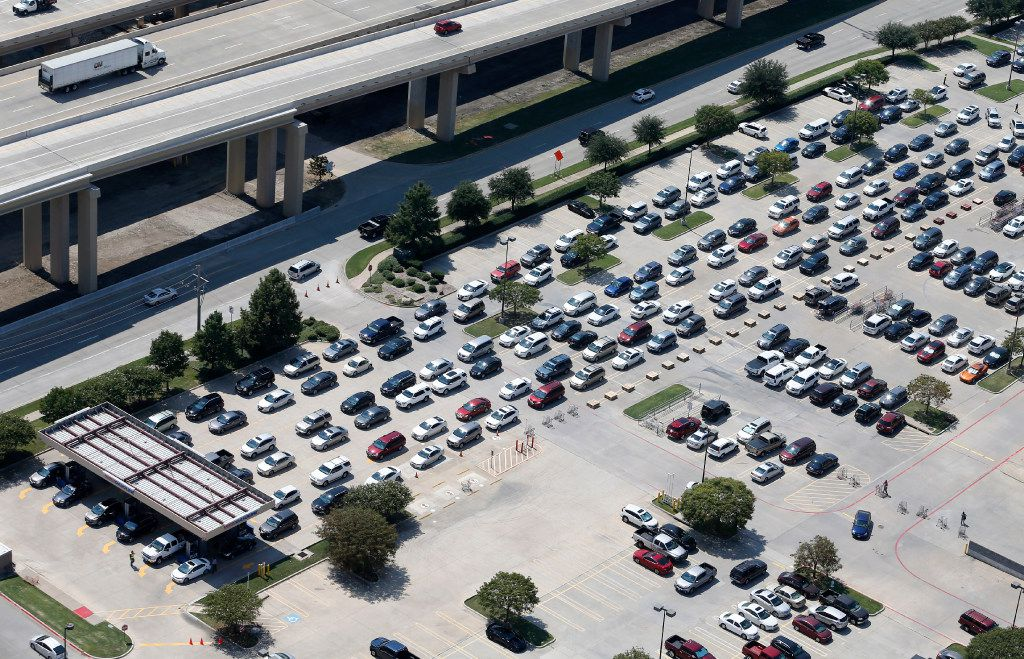 People waited to get gas at the Costco at Sam Rayburn Tollway and I-35 in Lewisville on Aug. 31, 2017. There was a run on gas, causing long lines and gas shortages at some North Texas gas stations in the wake of Hurricane Harvey in southeast Texas.