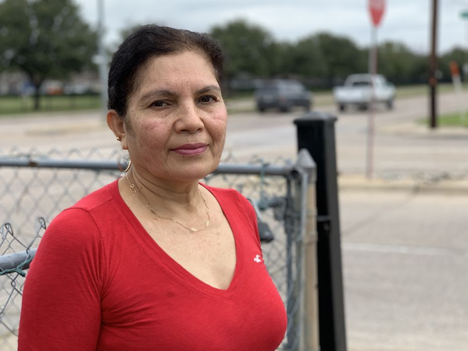 María Sánchez, 59, afirmó que los sábados en la madrugada es cuando se juegan más arrancones y carreras clandestinas en Pleasant Grove.