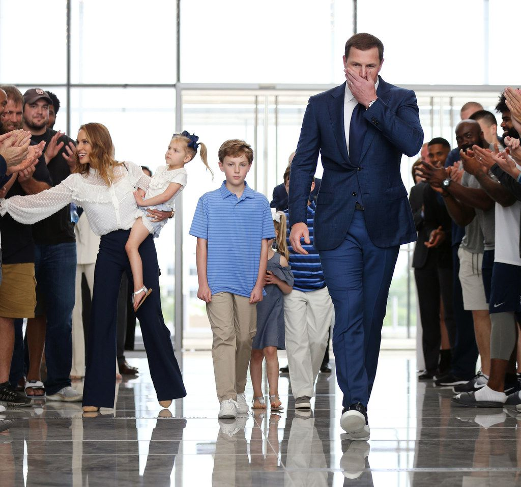Dallas Cowboys tight end Jason Witten is greeted by players and coaches walking into a news conference with his family at The Star in Frisco, Texas on Thursday, May 3, 2018, to announce his retirement from the NFL. (Rose Baca/The Dallas Morning News)