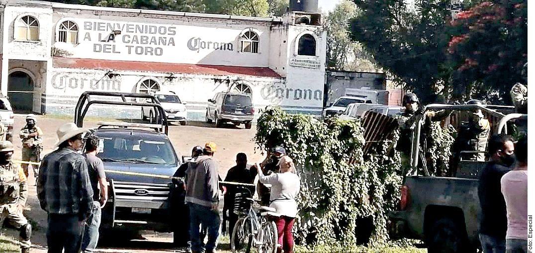 Un comando asesinó a 12 personas la madrugada del domingo en un centro nocturno ubicado en la carretera Jaral del Progreso- Cortazar, en el sur de Guanajuato.